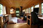 Уютный дом в школьном автобусе